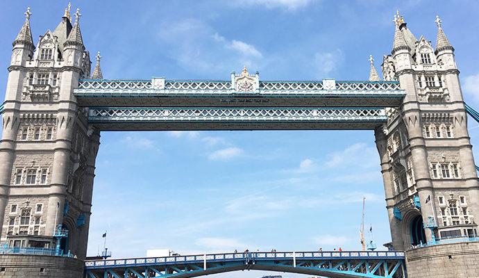 ロンドン子連れ観光 船から見たタワーブリッジ
