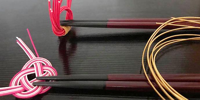 水引で「箸置き」手作り方法をご紹介。基本の「あわじ結び」と「簡単結び」。ひな祭りやお祝いに!【簡単工作】