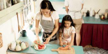 【親子でクッキング体験】子供用包丁おすすめ3選と子供が楽しく料理できる本