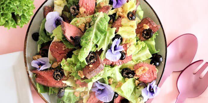 炊飯器でつくる「絶品ローストビーフと春キャベツ のサラダ」準備はなんと5分!【レシピ】