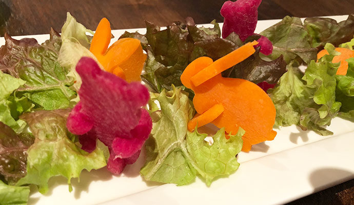 オールデイホーム 武蔵小山店 凝った作りの「かくれんぼサラダ」はママにも好評