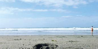 【お出かけ・水遊び】車なしでも行ける!ひろびろ砂浜の「由比ヶ浜」