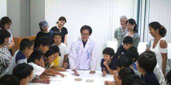 【科学体験】小学生に人気!コマ博士の「コマ作り」+コマ回転の不思議が学べる企画展 in 東芝未来館