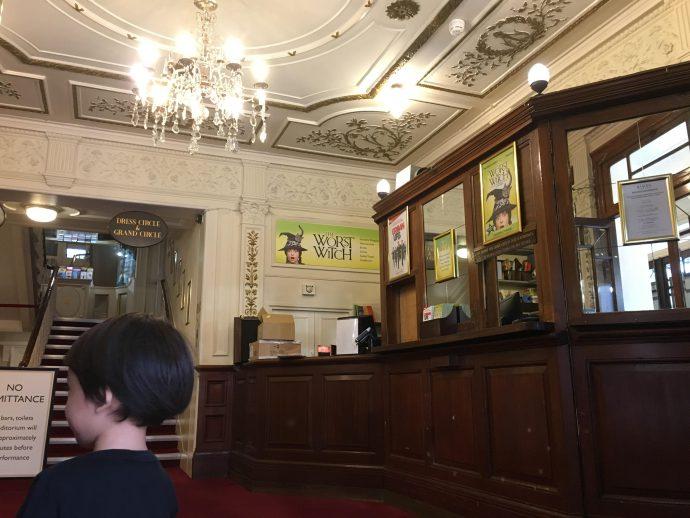 ロンドンの劇場のボックスオフィス