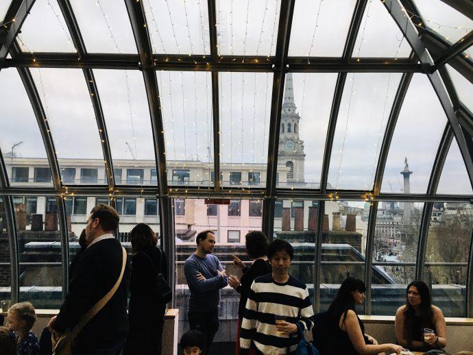 ロンドンコロシアムのカフェ・バー