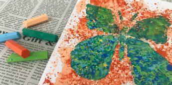 クレヨンで色遊び! 溶かしたクレヨンでアート作品を作ろう【親子工作】